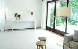 Home Staging Bereich Wohnen: moderne Wohnzimmer von MK ImmoPromotion