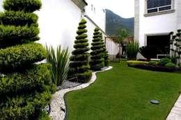 Residencial La Herradura: Jardines de estilo minimalista por InGarden