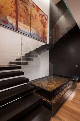 modern Corridor, hallway & stairs by GLR Arquitectos