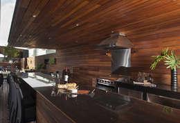 Magma Towers: Terrazas de estilo  por GLR Arquitectos