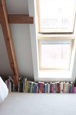 Slaapkamer op zolder: moderne Slaapkamer door ontwerpplek, interieurarchitectuur