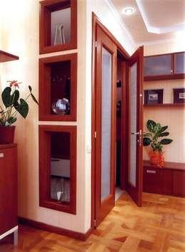 Pasillos y recibidores de estilo  por Территория Дизайна