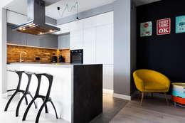 Nowoczesna kuchnia z elementami stylu loft : styl , w kategorii Kuchnia zaprojektowany przez Archikąty