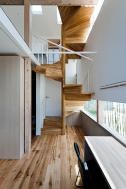 Pasillos y hall de entrada de estilo  por 藤田大海建築設計事務所