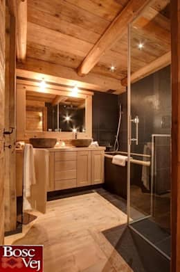 Baños de estilo rústico de Bosc Vej s.r.l.