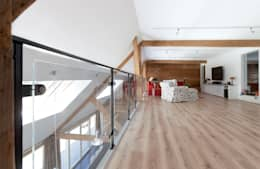 entresol boven woonkamer, nieuwe situatie:   door Suzanne de Kanter Architectuur & Interieur