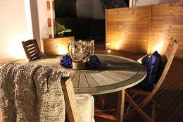 TERRASSE BOIS TABLE A MANGER : Balcon, Veranda & Terrasse de style de style Moderne par monicacordova