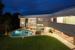 Vista al patio Central: Casas de estilo moderno por PLADIS