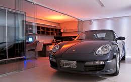 Casa Cond. Colinas de São Francisco: Garagens e edículas modernas por JOSIANNE MADALOSSO ARQUITETURA E INTERIORES