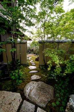 Jardines de estilo moderno por 株式会社近江庭園