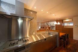 オリジナルキッチン: アーキシップス古前建築設計事務所が手掛けたキッチンです。