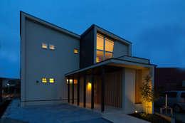 全景夕景: アーキシップス古前建築設計事務所が手掛けた家です。