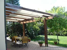 Jardines de estilo rústico por Freezanz System srl