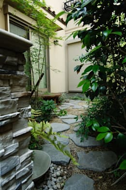 Jardines de estilo ecléctico por Gokansha/ゴカンシャ