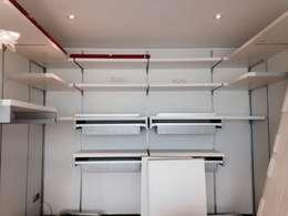 Vestidores y closets de estilo moderno por MARA GAGLIARDI 'INTERIOR DESIGNER'