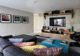 Projekty,  Pokój multimedialny zaprojektowane przez MANDRIL ARQUITETURA E INTERIORES