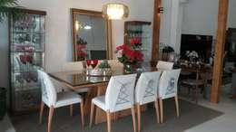 CADEIRAS COM DESIGN OUSADO: Sala de jantar  por VIA HAUS