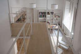 Salones de estilo minimalista de 3C+M architettura