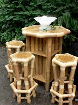 Bamboe bartafel met barkrukken: tropische Eetkamer door Bamboe design