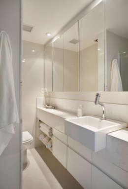 modern Bathroom by Estúdio Barino | Interiores