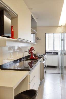 modern Kitchen by Estúdio Barino | Interiores
