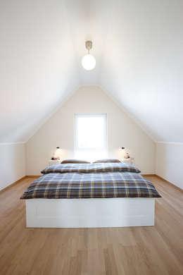 Phòng ngủ by FingerHaus GmbH