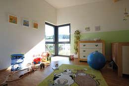Projekty,  Pokój dla dziecka zaprojektowane przez FingerHaus GmbH