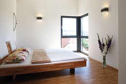 Projekty,  Sypialnia zaprojektowane przez FingerHaus GmbH