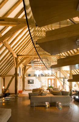 Denne Manor Barn :  Corridor & hallway by Lee Evans Partnership