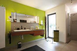 moderne Badkamer door FingerHaus GmbH