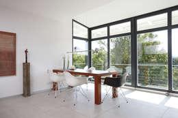 Salas de jantar modernas por FingerHaus GmbH