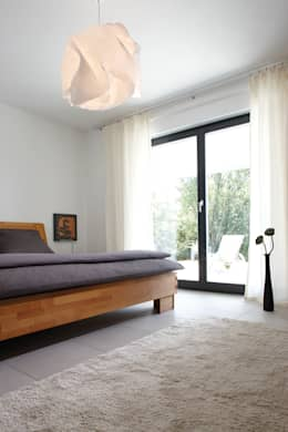 Dormitorios de estilo moderno por FingerHaus GmbH