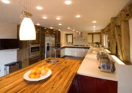 Denne Manor Barn : modern Kitchen by Lee Evans Partnership