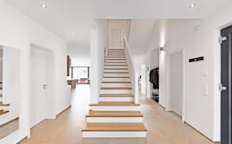 Diele / Eingangsbereich: klassischer Flur, Diele & Treppenhaus von Architektur I Stadtplanung Verhoeven