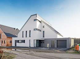 Nordansicht: klassische Häuser von Architektur I Stadtplanung Verhoeven