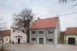 Projekty, eklektyczne Domy zaprojektowane przez MARCH GUT industrial design OG