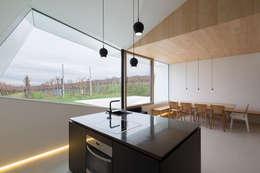 Projekty,  Jadalnia zaprojektowane przez MARCH GUT industrial design OG