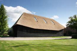 Vlaamse schuur Bolberg: moderne Huizen door Arend Groenewegen Architect BNA