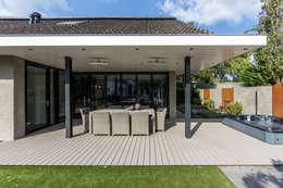Tuin-lounge:  Terras door Medie Interieurarchitectuur