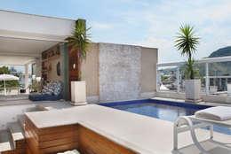 Piletas de estilo moderno por Carolina Mendonça Projetos de Arquitetura e Interiores LTDA