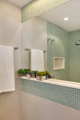ห้องน้ำ by Carolina Mendonça Projetos de Arquitetura e Interiores LTDA
