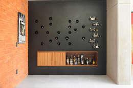 Salas / recibidores de estilo industrial por Mediamadera