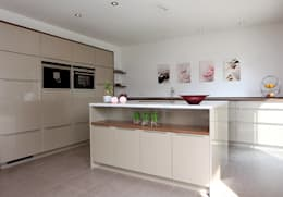 Cocinas de estilo moderno por FingerHaus GmbH