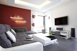 moderne Woonkamer door FingerHaus GmbH