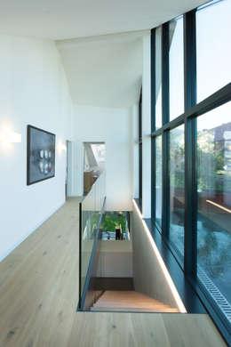 走廊 & 玄關 by von Mann Architektur GmbH