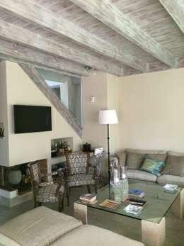 rustikale Wohnzimmer von DE DIEGO ZUAZO ARQUITECTOS