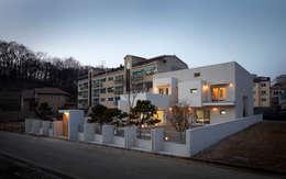 modern Houses by (주)건축사사무소 아뜰리에십칠