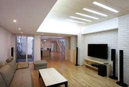 modern Living room by (주)건축사사무소 아뜰리에십칠