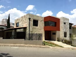 Casa en Interlomas: Casas de estilo moderno por Revah Arqs
