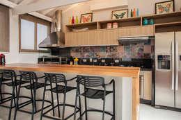 Cocinas de estilo rústico por Biarari e Rodrigues Arquitetura e Interiores
